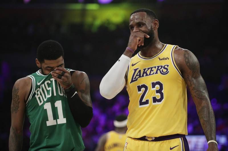 Los Angeles Lakers Lebron James Right And Boston Celtics Kyrie Irving Chat With Their Mouths Covered During The First Half Of An Kyrie Irving Lakers Kyrie