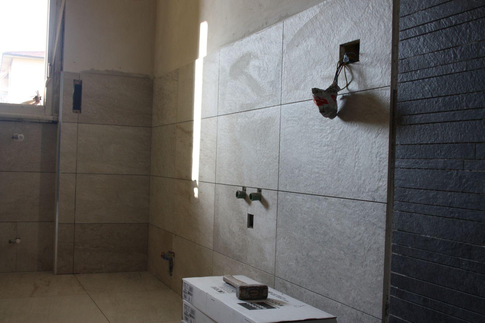 Immagine bagno gi mik pinterest - Rivestimento bagno grigio ...