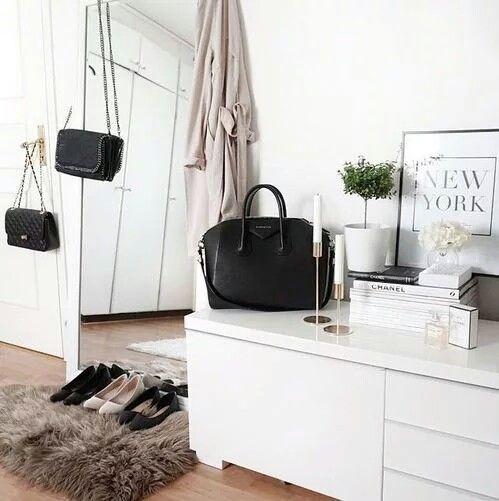 Fluffy rugs + floor length mirrors