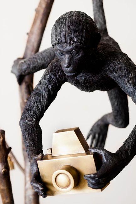Jardineiro André Feliciano  Árvore com Macacos Fotográficos (Detalhe)  2012  bronze  280 x 140 x 110 cm