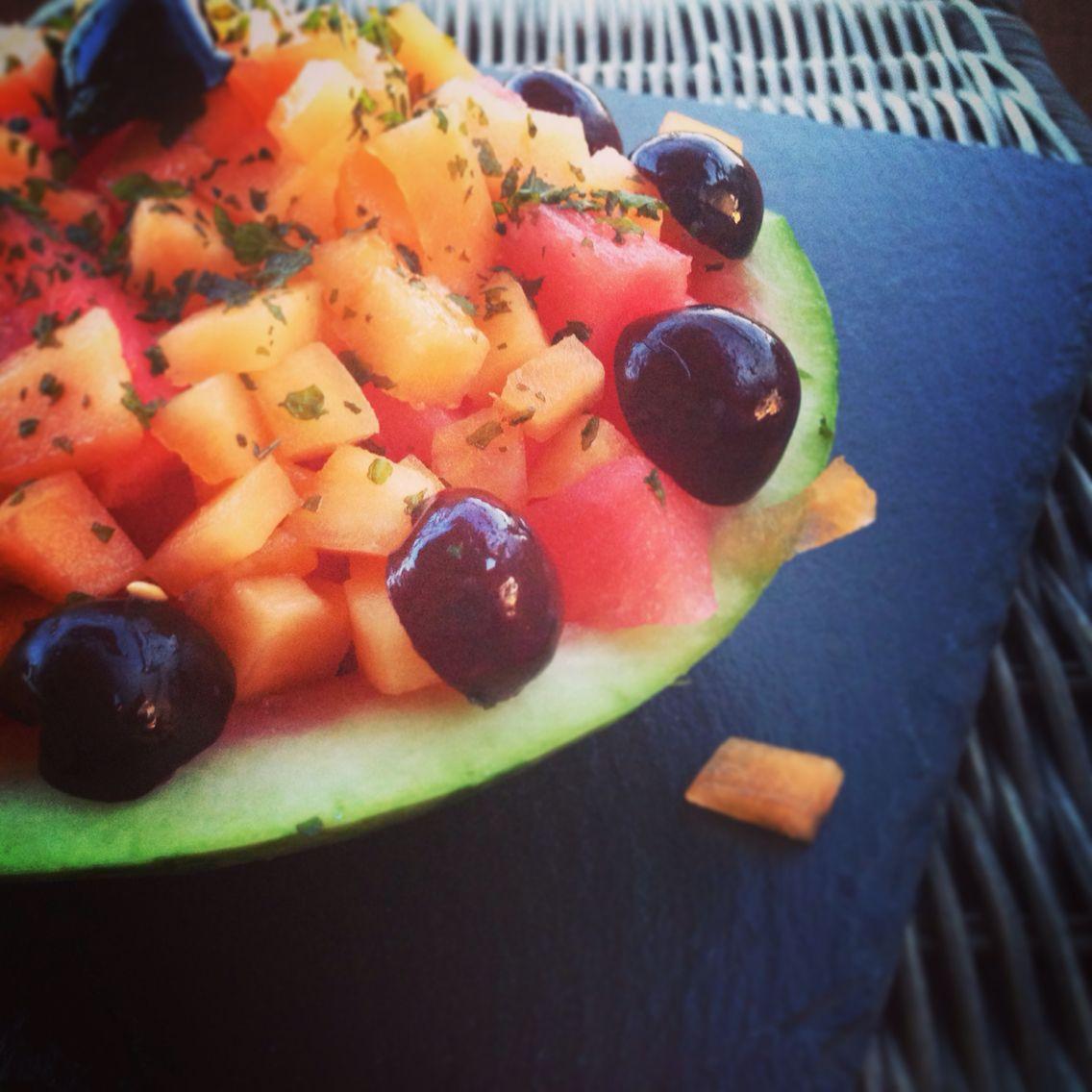 salade melon pastèque et feuilles de menthe ! idéal pour un dessert