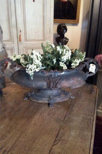 ~linen & lavender: Antique & Vintage Finds:   Cast Iron Urn