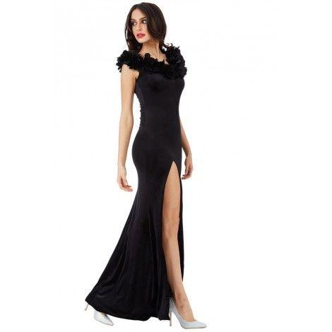 6701d15a7e9 chic et glamour lors de vos soirées endiablées avec cette robe fendue sur  le côté et son encolure de pétale de fleur.