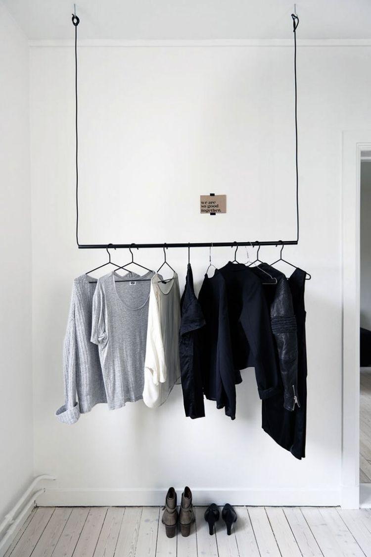 kleiderstange kleiderschrank haengend weiss schwarz klamotten holzboden gestrichen wohnzimmer. Black Bedroom Furniture Sets. Home Design Ideas