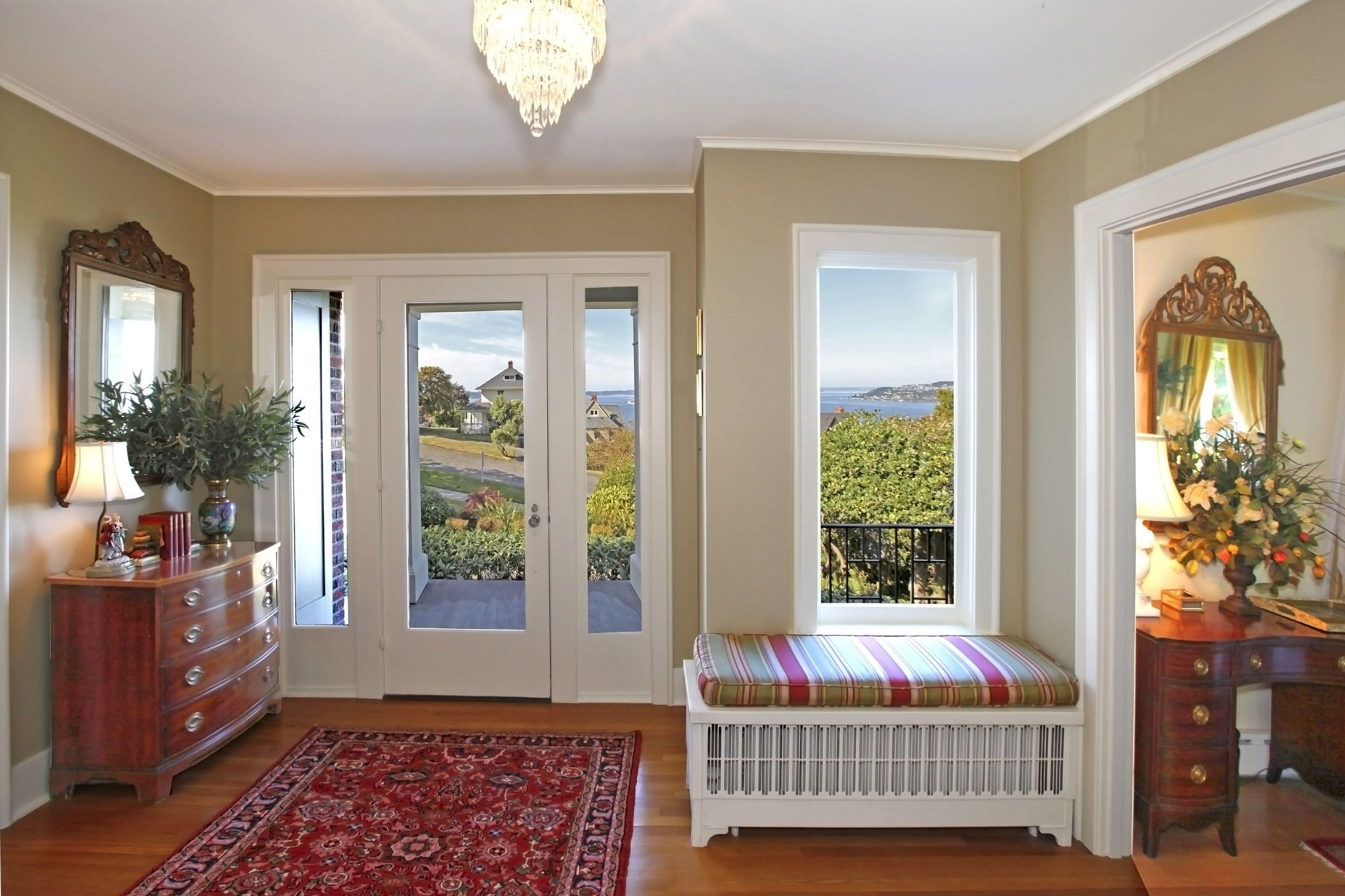 Best esempio di ingresso arredato in stile classico with for Foto case classiche