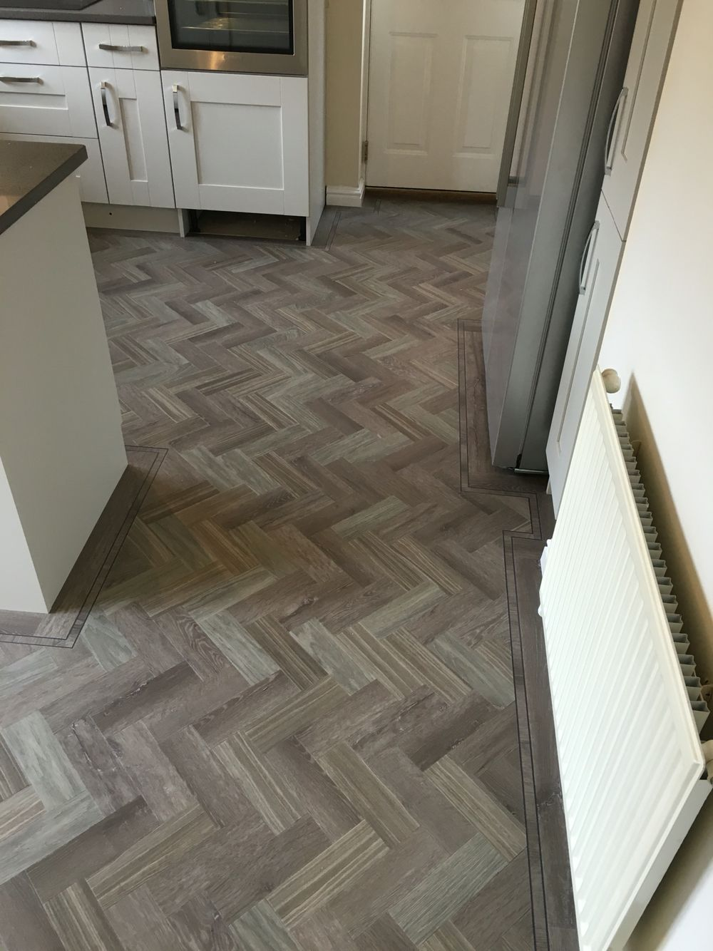 3 different colours layers in a parquet design. Complete