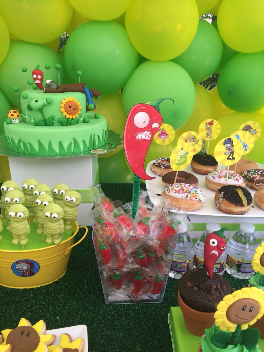 Plants vs zombies birthday party plantas vs zombis for Decoracion con globos plantas contra zombies