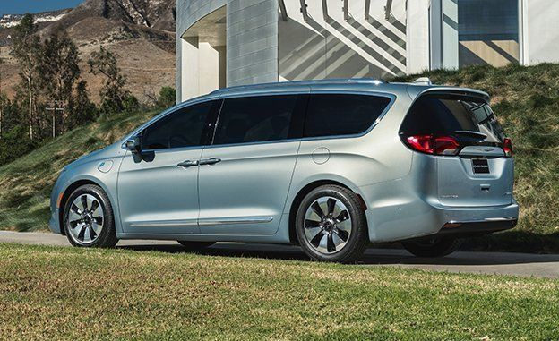 A Look At The 2017 Chrysler Pacifica Plug-In Hybrid http://ow.ly/u1bJ100pMPE  #technology #automobile #tech #technews