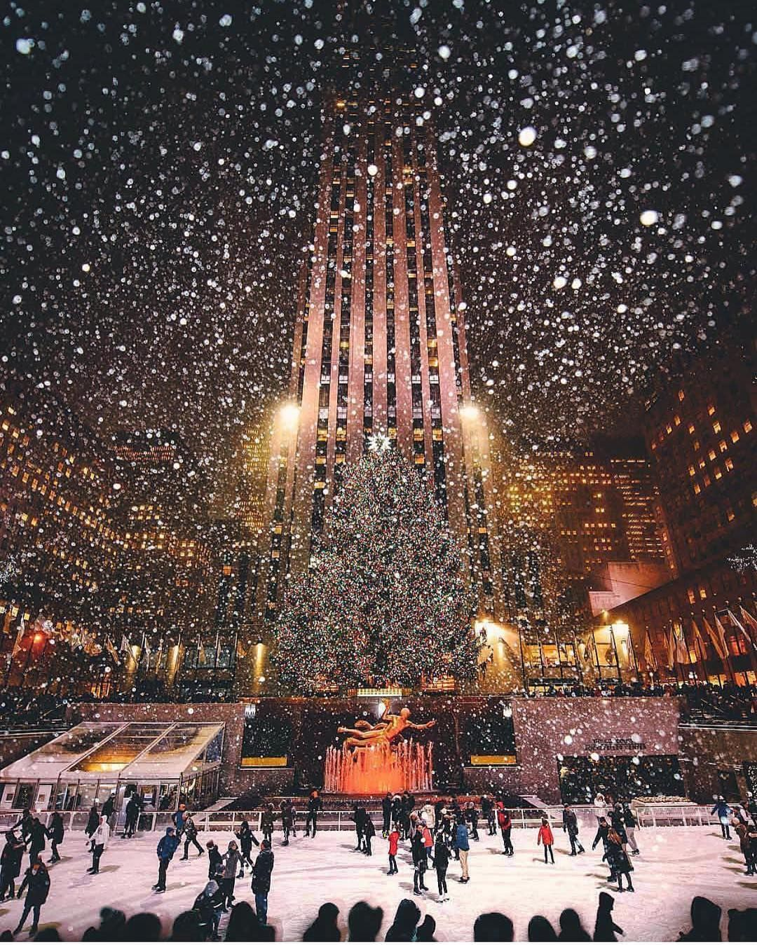 Wonderful Places On Instagram Christmas Time At Rockefeller Center New York Picture By T In 2020 Nyc Christmas New York Christmas Christmas Wallpaper