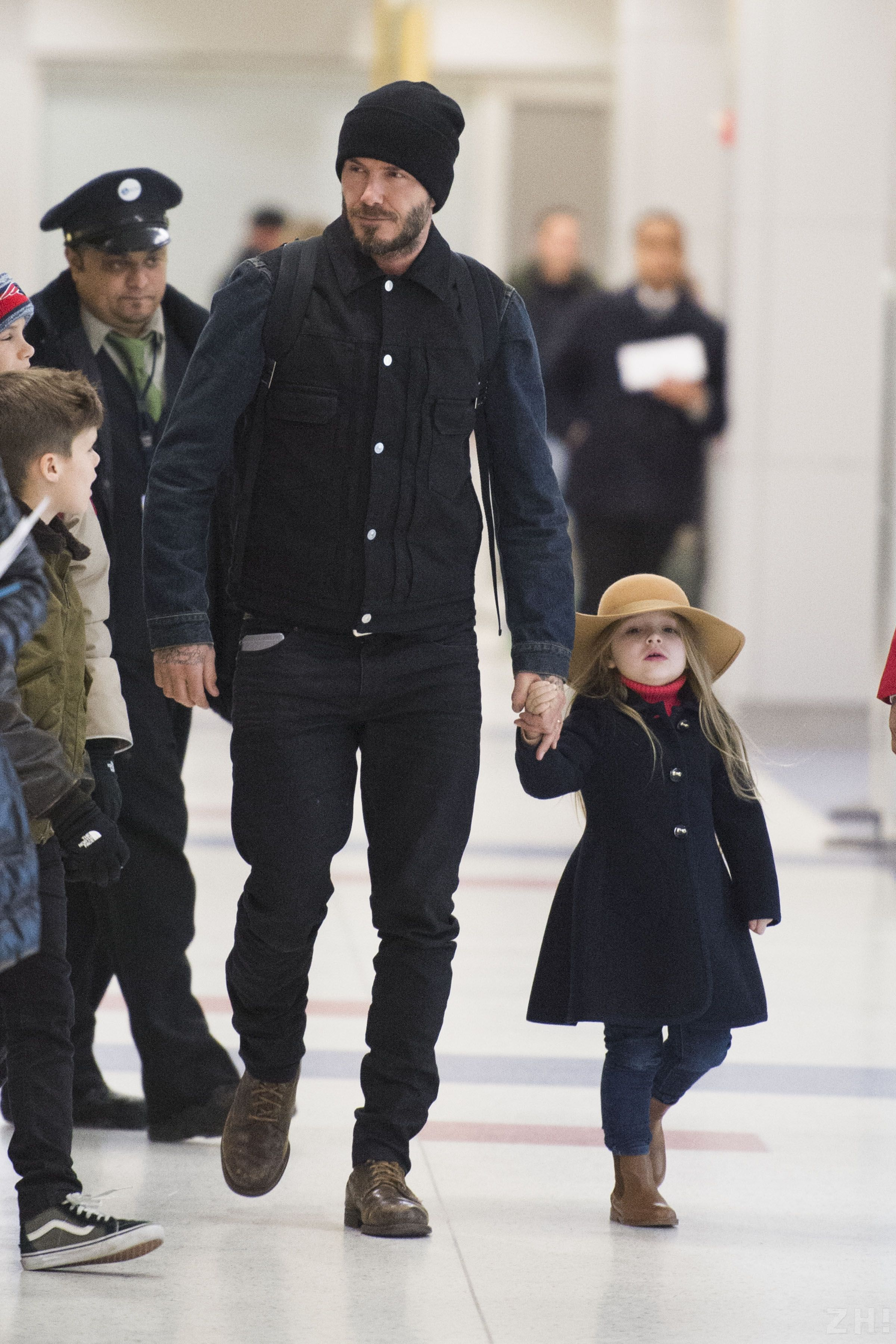 Harper Beckham Gazes At David After New Year S Turks And