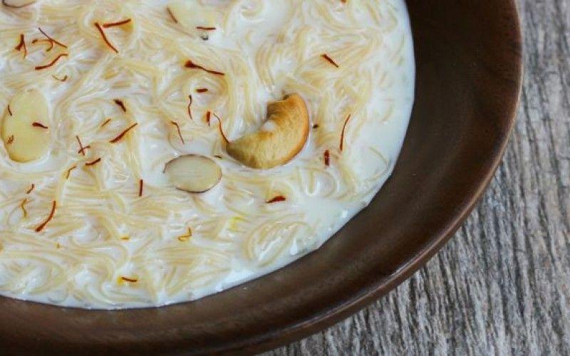 شعيرية بالحليب والمكسرات من الوصفات سريعة التحضير المناسبة جدا لأيام الشتوية الباردة تعلمي معنا أيضا طريقة تحضير بليلة بالحليب Food Coconut Flakes Spices