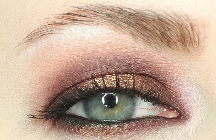 Phyrra's Makeup Geek Wildfire Cherry Cola Tutorial: Apply Urban Decay Perversion mascara. 8. Highlight under the brows with Sugar Rush and at the inner corner with Mood Rin  Visit Phyrra.net to read the original article http://phyrra.net/2015/12/makeup-geek-wildfire-cherry-cola-tutorial.html#ixzz3yJowc9nv  Under Creative Commons License: Attribution Non-Commercial No Derivatives