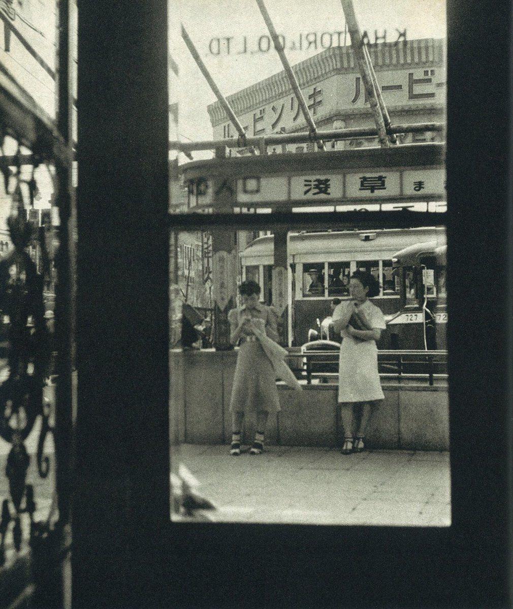 昭和13(1938)年9月5日、銀座4丁目角、服部時計店の窓から。キリン ...