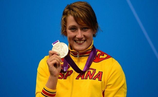 Resultados de la Búsqueda de imágenes de Google de http://www.futbolwins.com/wp-content/uploads/2012/08/Mireia-Belmonte-con-la-medalla-de-plata.jpg