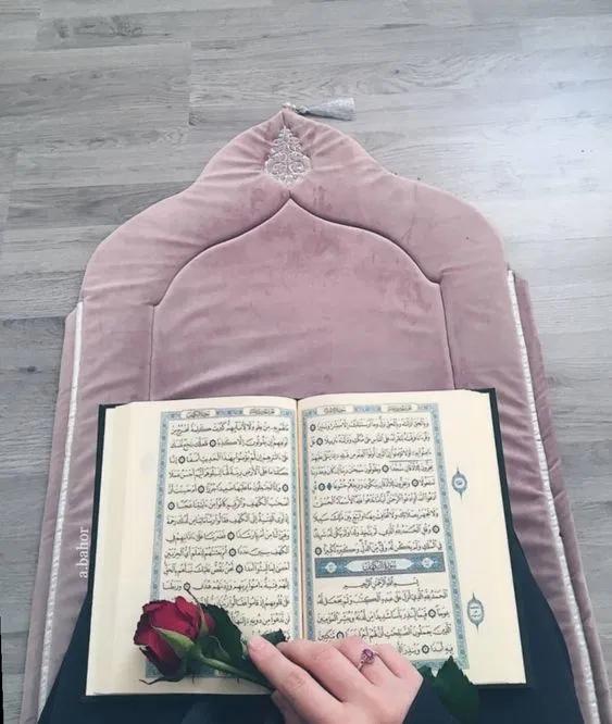 صور بنات علي سجادة الصلاة فوتوجرافر Islamic Gifts Quran Wallpaper Islamic Girl