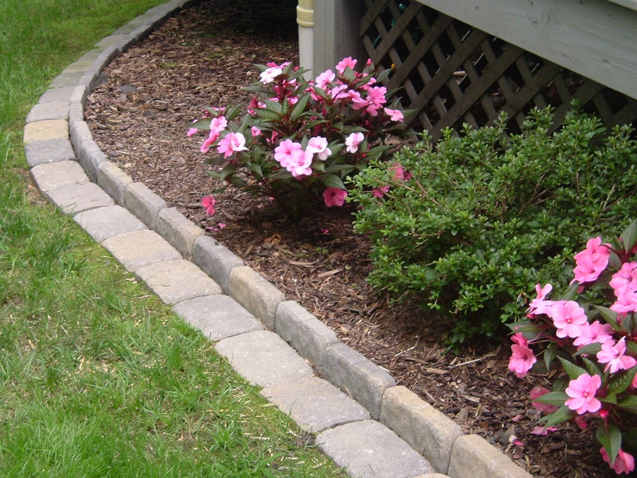 Edging a flower bed with cement pavers this link gives you for Flower bed edging ideas
