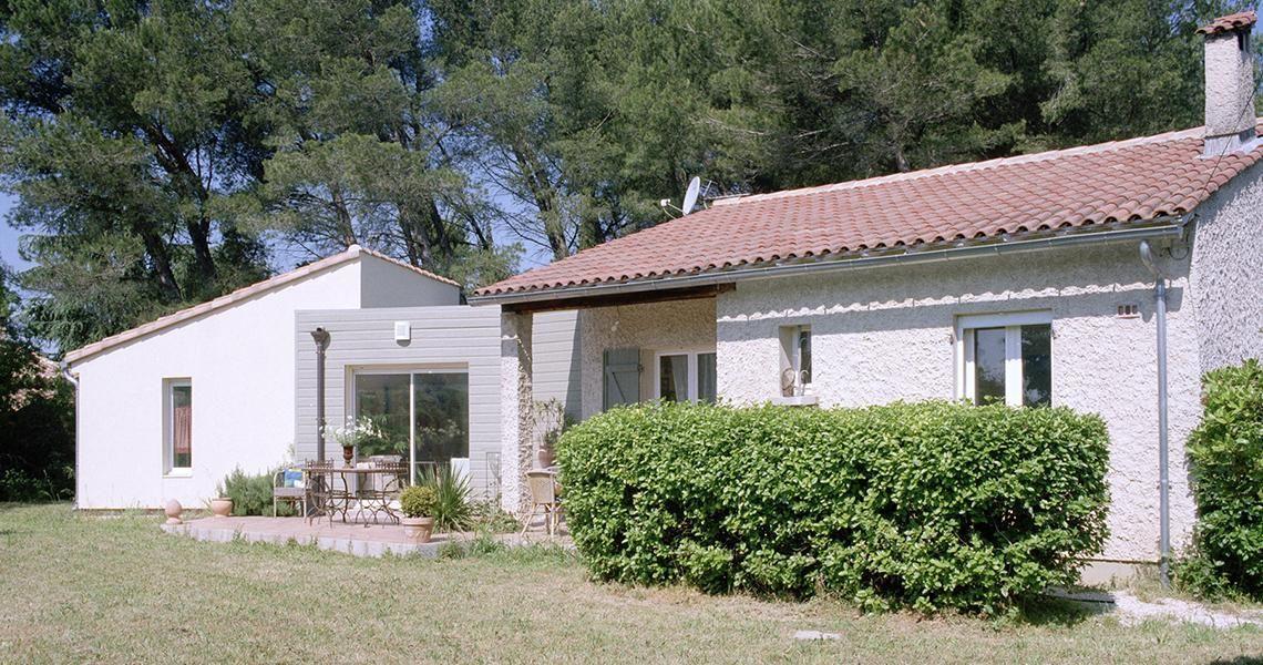 Extension de maison en bois dans le Gard, lu0027option idéale pour - agrandissement maison bois prix m