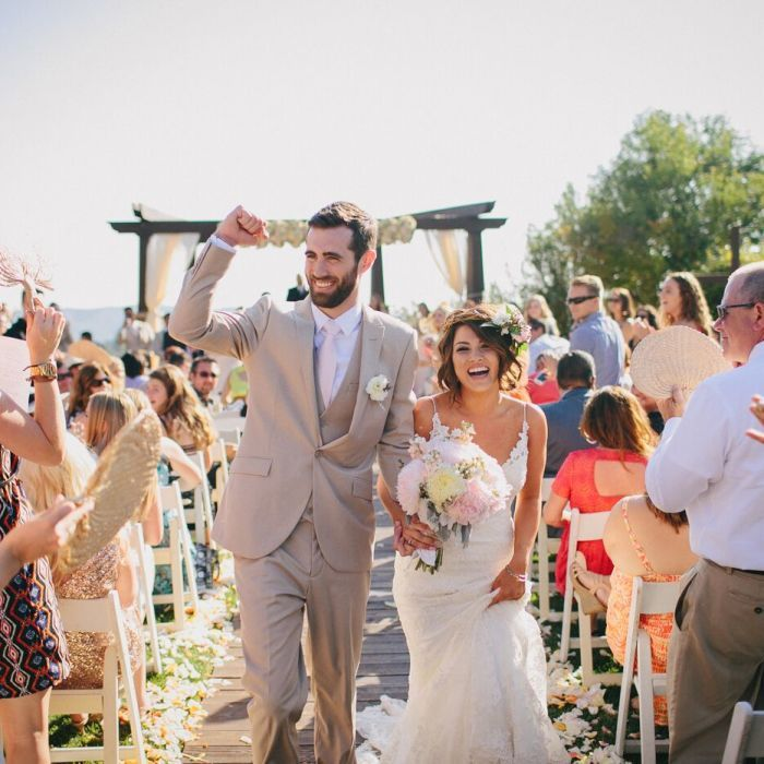 Bridal Party Walking Down The Aisle Songs: 22 Bride Entrance Songs For An Epic Walk Down The Aisle