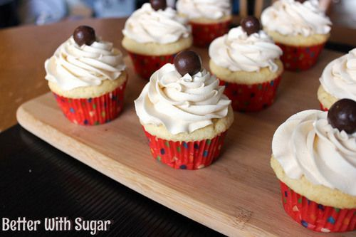 Vanilla Cupcakes - by far the best vanilla cupcake recipe I've found! Top it with a sweet vanilla buttercream frosting and you've got yourself one tasty dessert! | betterwithsugar.com
