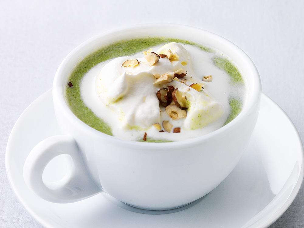 Eine Gemüsecremesuppe geht immer - und ist (wenn man clever mit den Zutaten jongliert) sogar diättauglich!