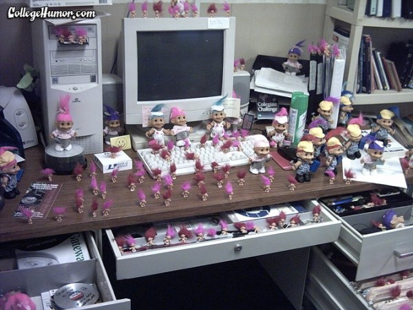 I Think Mrs Hahn Would Appreciate This Lol Randomness - 19 best office desk pranks youve ever seen