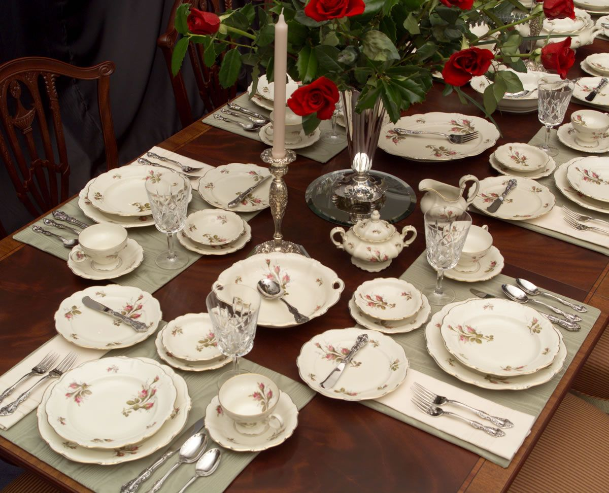 Rosenthal China Is One Of The Best Known German Porcelain Manufacturers Phillip Rosenthal 1855 1937 Began His Rose Dishes Holiday Dinnerware Dinnerware Set