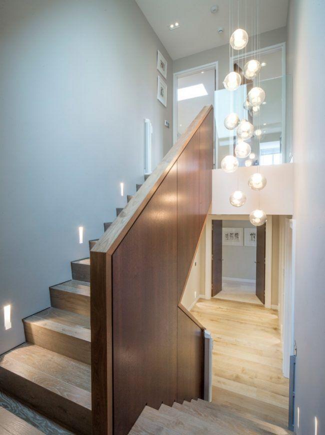 led-treppenbeleuchtung-innen-ideen-wandeinbau-holz-stufen-handlauf ...