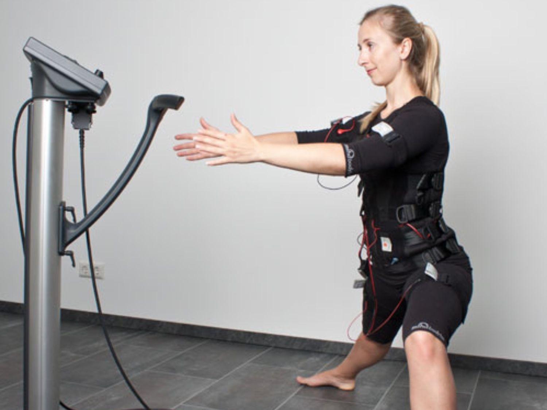 EMS mit Personal Trainer Viktoria | Sie haben wenig Zeit für Krafttraining & möchten Ihren Körper zeitsparend und effektiv trainieren? Sie mögen kein Gerätetraining & möchten eine bessere Alternative kennen lernen? Sie möchten gut aussehen, schmerzfrei & entspannt sein? Dann ist EMS-Training das Richtige! EMS ist ein intensives Ganzkörpertraining, mit dem man nicht nur die großen Muskelgruppen trainiert, sondern auch die Tiefenmuskulatur. | https://fitiba.de/training/ems-training-in-koeln