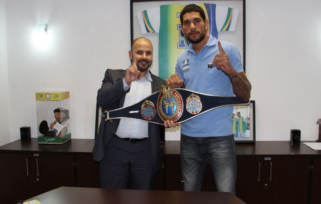 Alex Pereira Brazilian Kickboxing Star Converts To Islam Kickboxing Brazilians Pereira