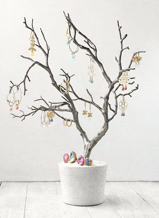 diy anleitung dekorativen schmuckbaum selber bauen via decoration pinterest. Black Bedroom Furniture Sets. Home Design Ideas