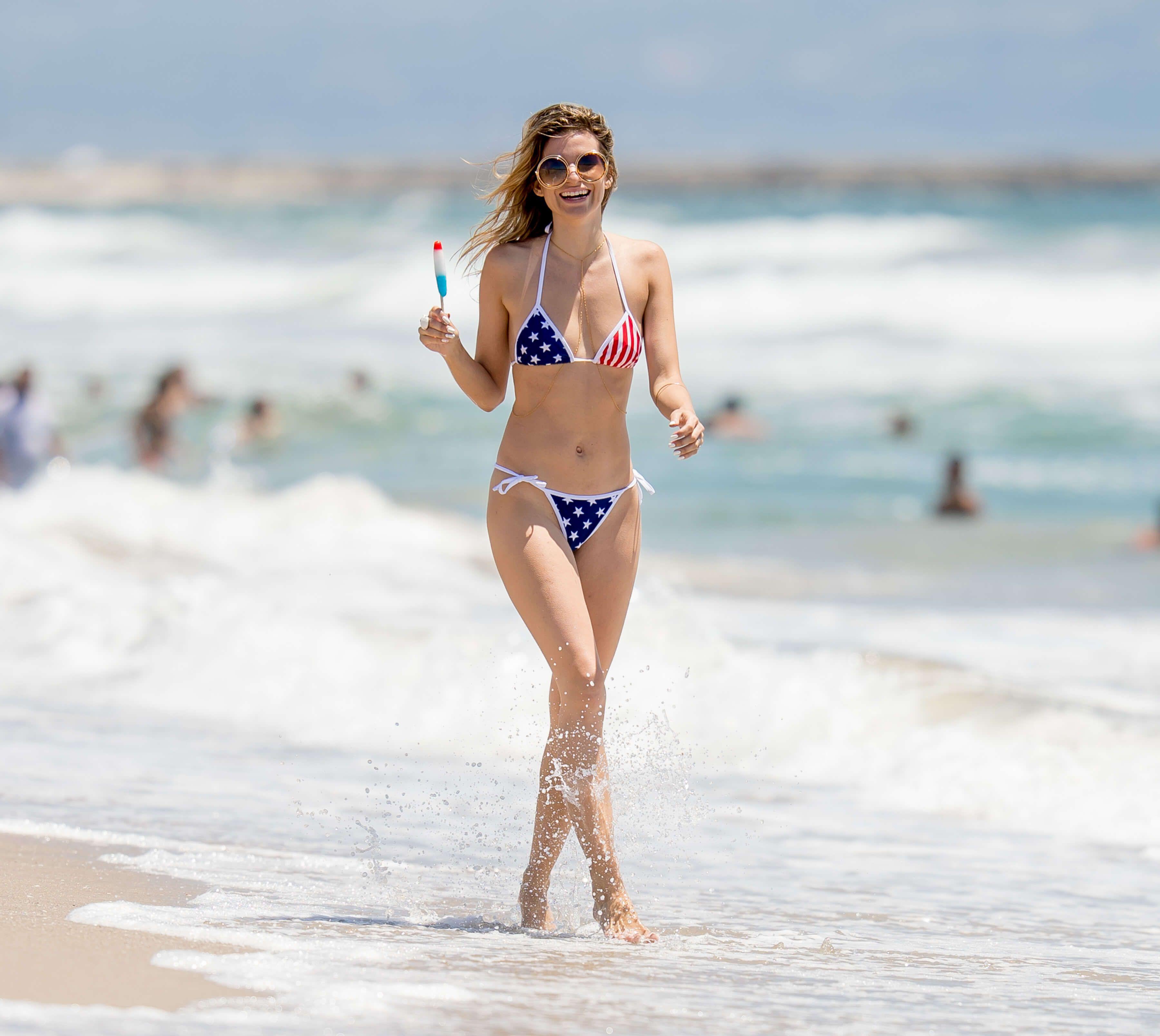 Rachel McCord Bikini Candids in Venice Beach - http://www.celezz.com/2016/07/rachel-mccord-bikini-candids-venice-beach/ - Bikini, Rachel McCord