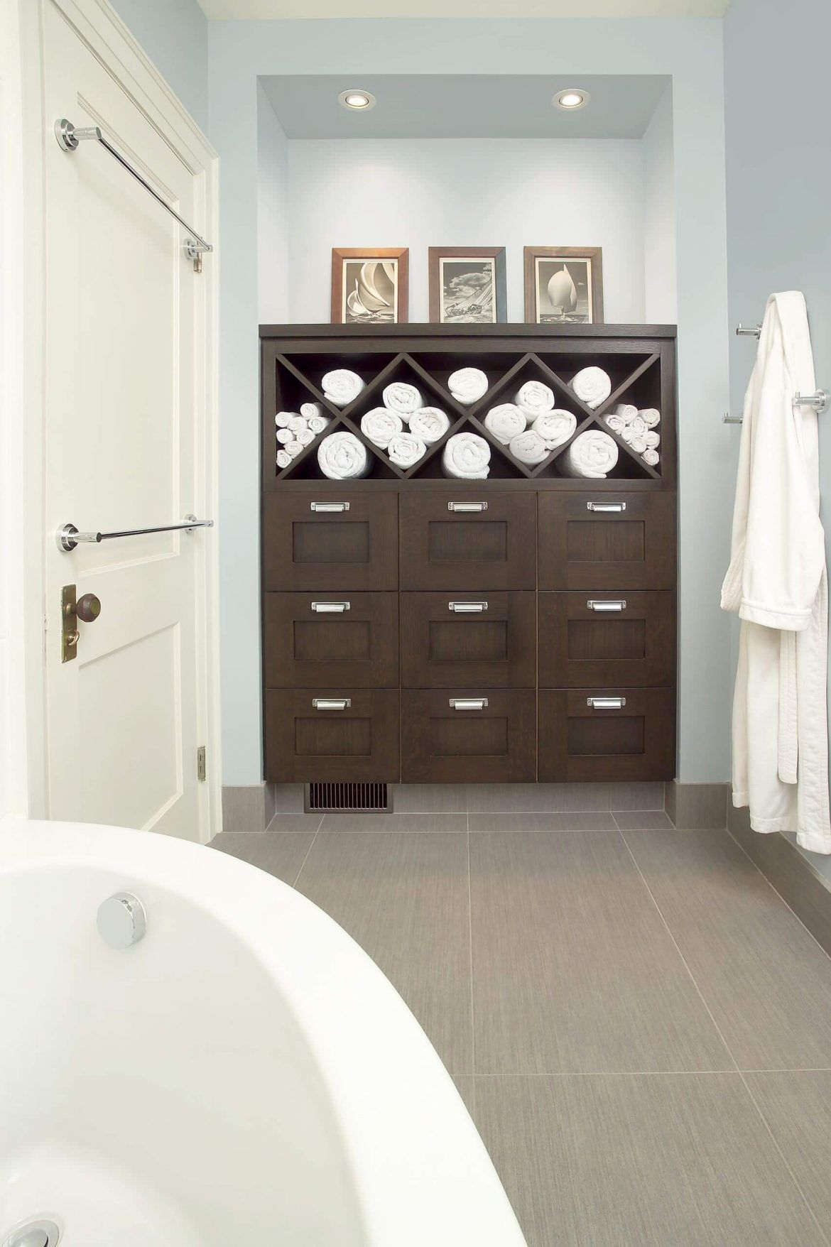 37 Towel Storage Ideas For Your Bathroom 2020 Edition Eclectic Bathroom Eclectic Bathroom Design Bathroom Towel Storage