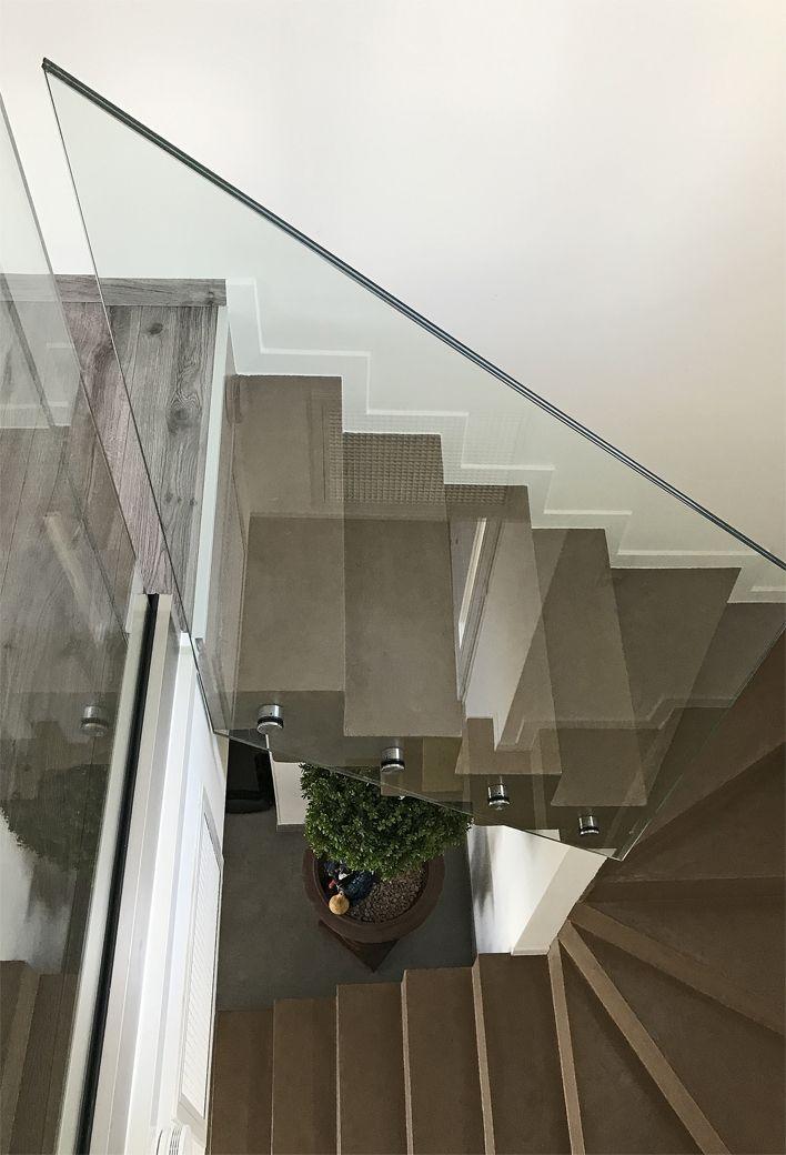 Garde corps en verre trempé transparent maison architecture moderne