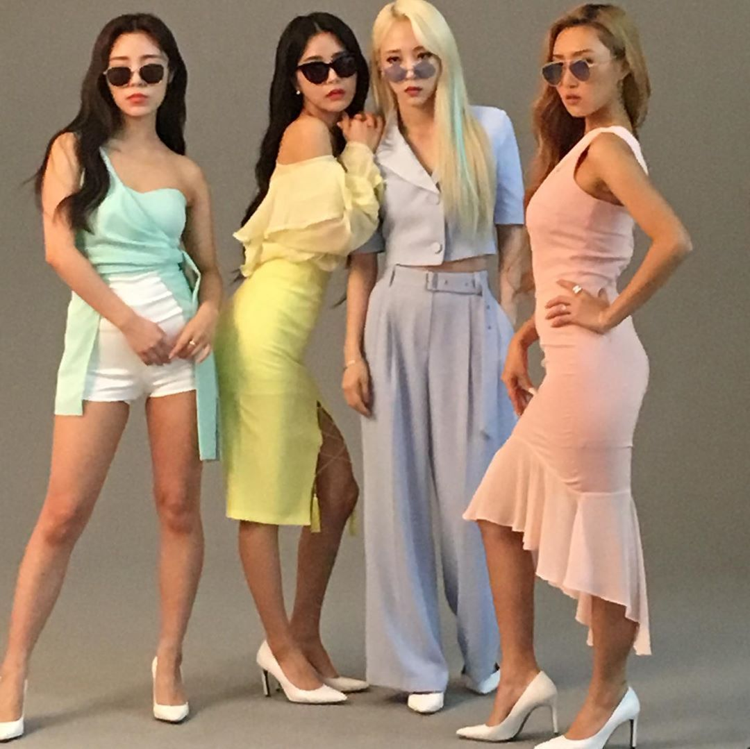Who S Clingy Now Mamamoo Kpop Mamamoo Kpop Outfits