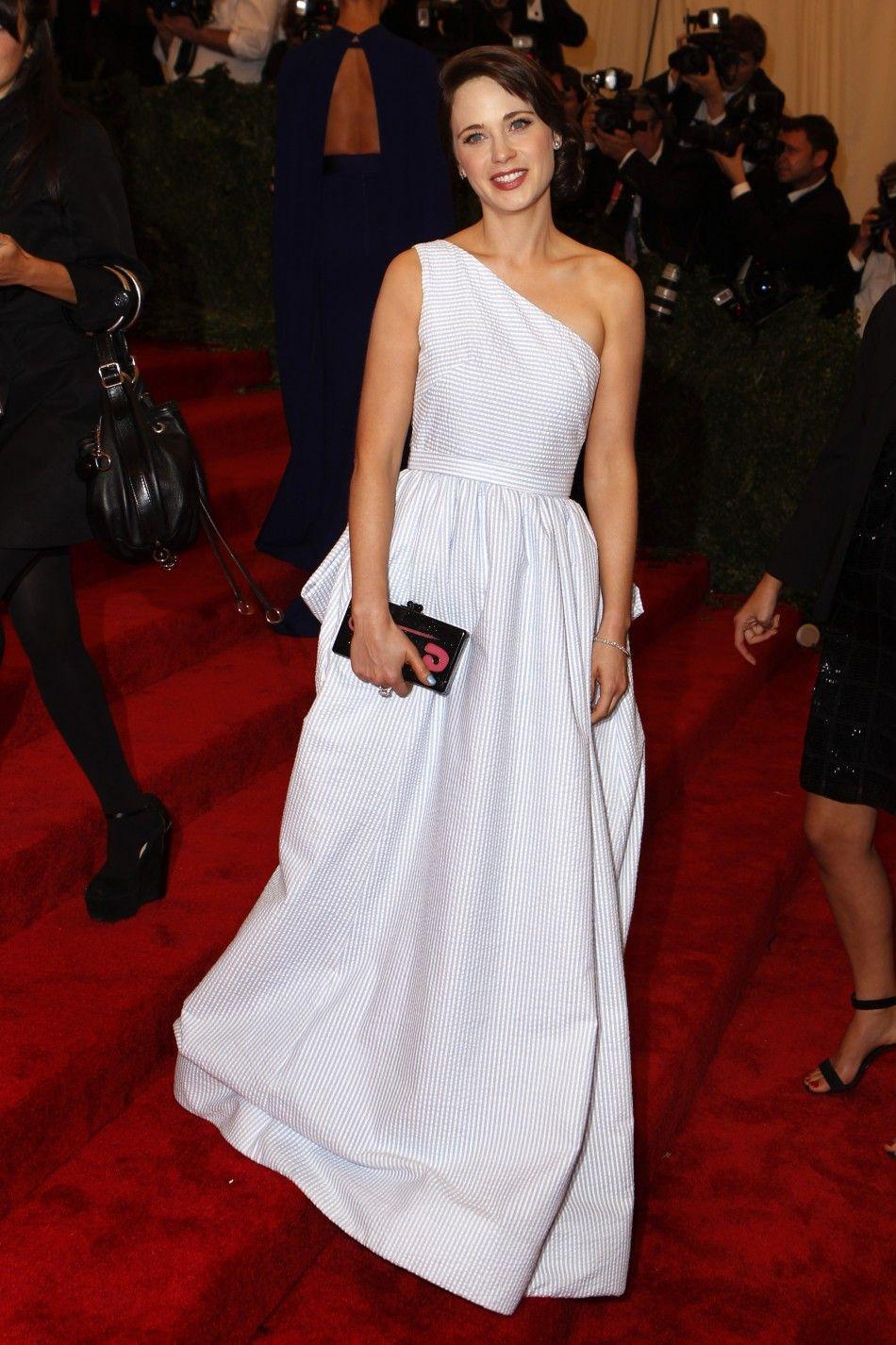 Zooey Deschanel Met Gala: No Bangs, Tommy Hilfiger Gown Show ...