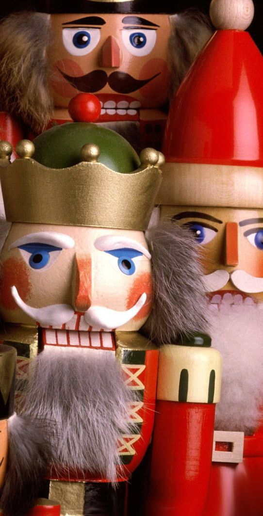 Christmas Hd And Widescreen Wallpapers Nutcracker Troop Christmas Wallpaper Http Www Fabuloussavers Com Christmas Wallpaper Nutcracker Christmas Nutcracker
