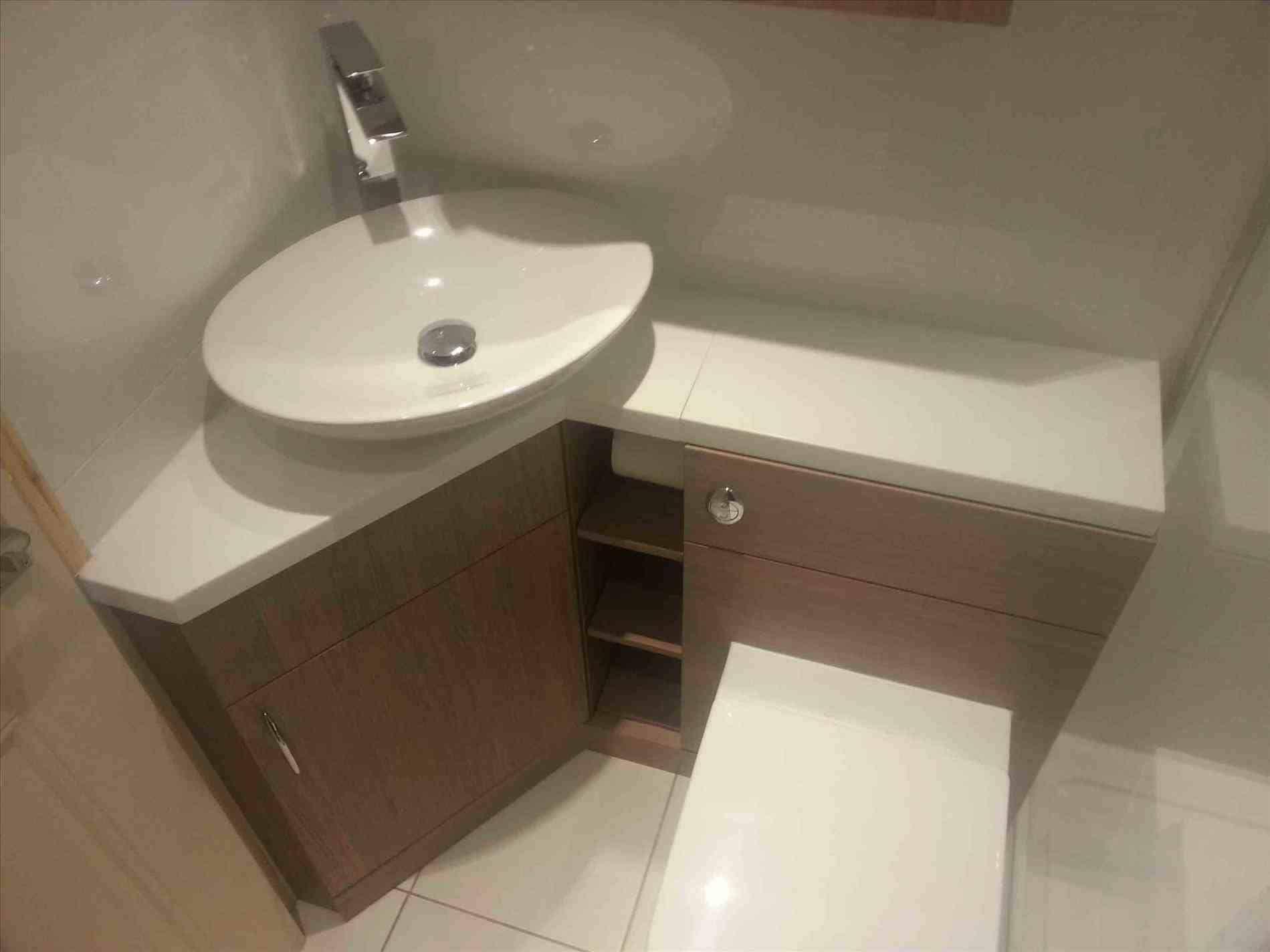 Lavabo Banheiro Embaixo Da Escada 132 Fotos E Ideias Tc Small Bathroom Vanities Corner Bathroom Vanity Small Bathroom Sinks