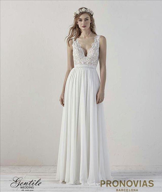 ... Questo splendido abito da sposa gioca con il romanticismo dello chiffon  e del guipure per creare un modello in stile bohémien sensuale e femminile. 1117d7c548a