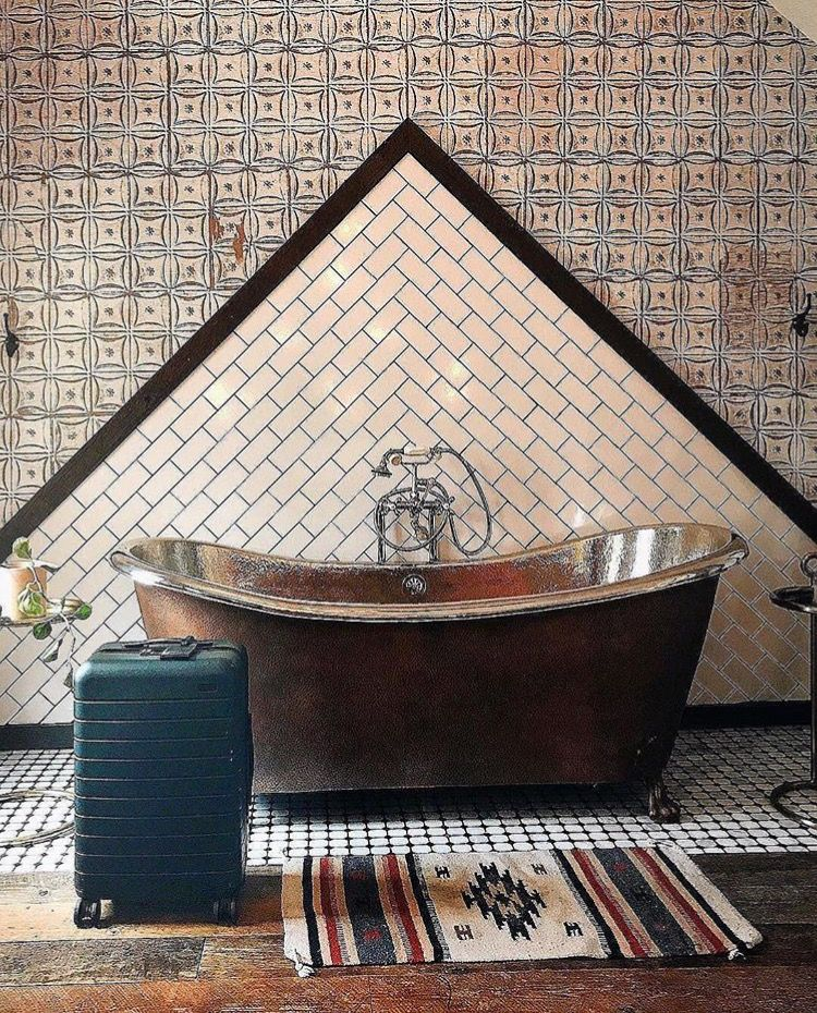 Pin By Marie Rappe On Baths I Have A Thing For Bathtubs Art Deco Bathroom Clawfoot Bathtub Outdoor Decor