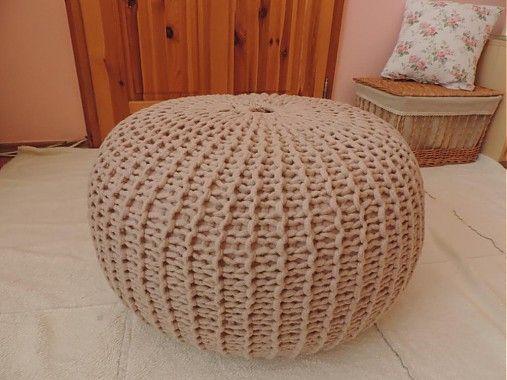 Sedací pletený puf je v súčasnosti veľmi moderná súčasť interiéru- ručná práca. Ideálny aj pre detičky, je ľahký, na dotyk príjemný. Výplň tvoria polystyrénové guličky určené na výplň sedacích vako...