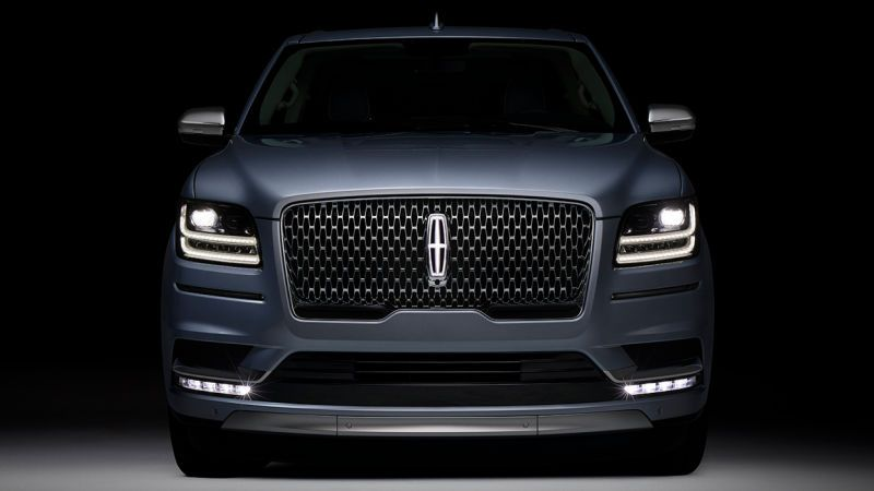 the 2018 lincoln navigator is a 450 horsepower fancy freight train rh za pinterest com