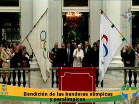 J  M J  Jueves. 250713. BENDICION DE LAS BANDERAS OLIMPICA Y PARA OLIMPICAS..Pide Oremos por el Papa. FRANCISCO..