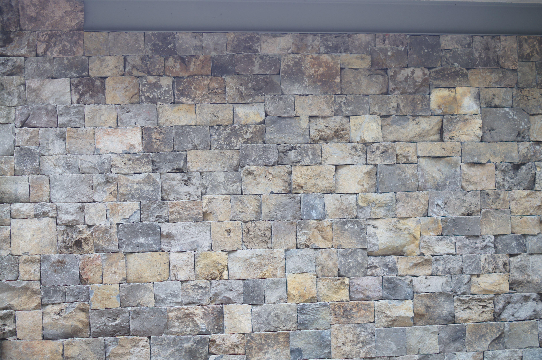 Muro de piedra ahora en proporciones de cuadro o rectángulo...también en Valle de Bravo.