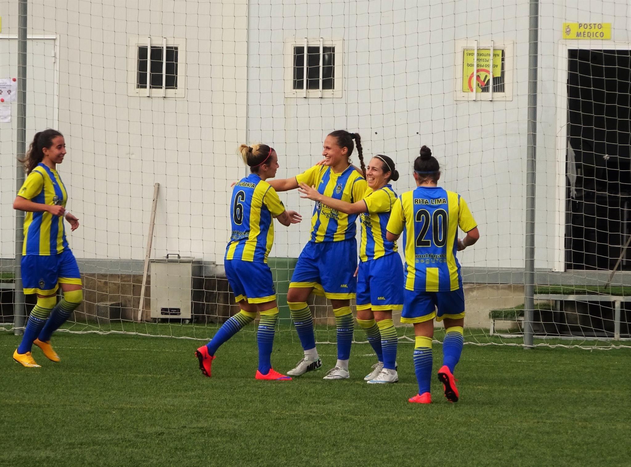 O Valadares Gaia segue imparável na liderança do campeonato feminino e, ontem, registou nova goleada: 9-0 na receção à Fundação Laura Santos.