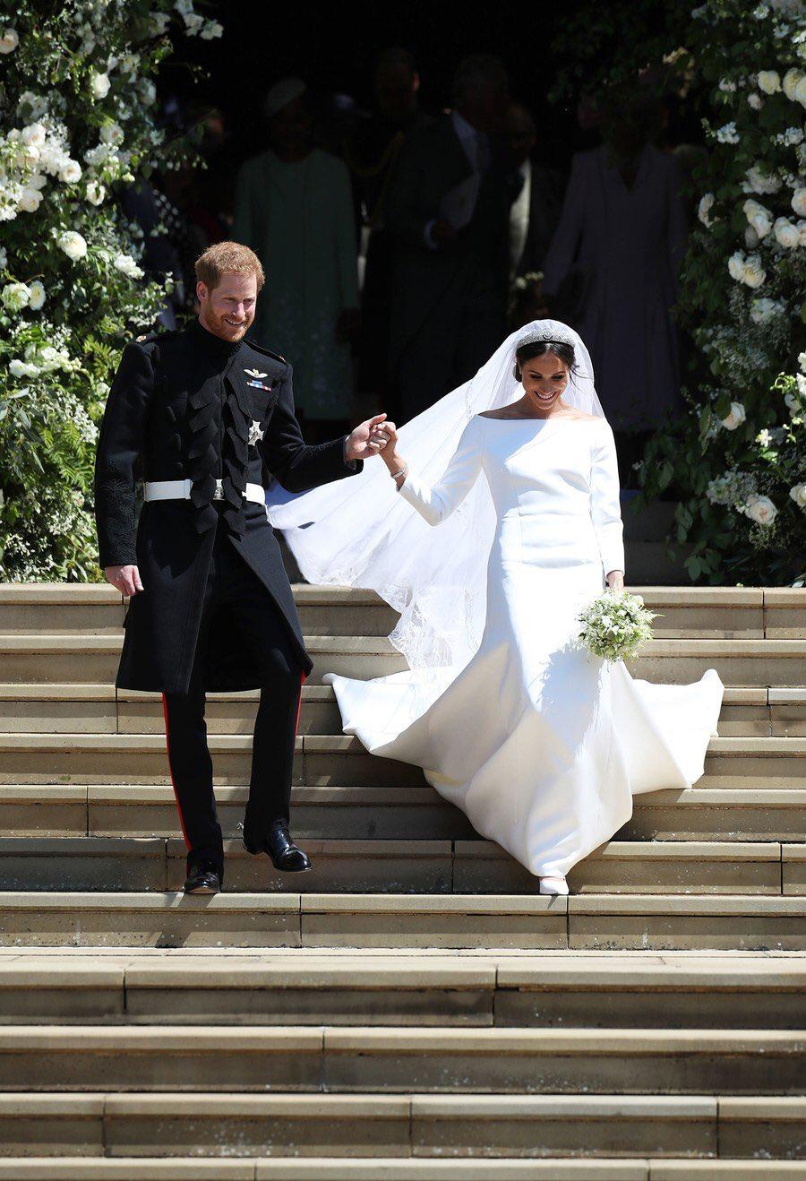 Pin Von Terrie Zuleger Auf Prince Harry And Meghan Prinz Harry Hochzeit Konigliche Hochzeitskleider Meghan Markle Hochzeit