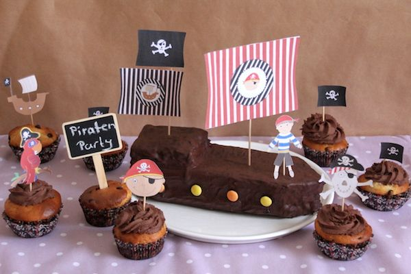 piraten kindergeburtstag piratenschiff aus schokokuchen. Black Bedroom Furniture Sets. Home Design Ideas