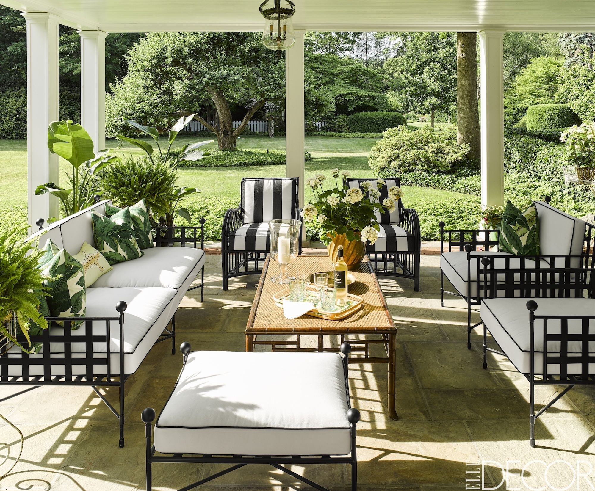 24 ideas geniales para decorar patios terrazas y porches - Ideas para decorar porche entrada ...