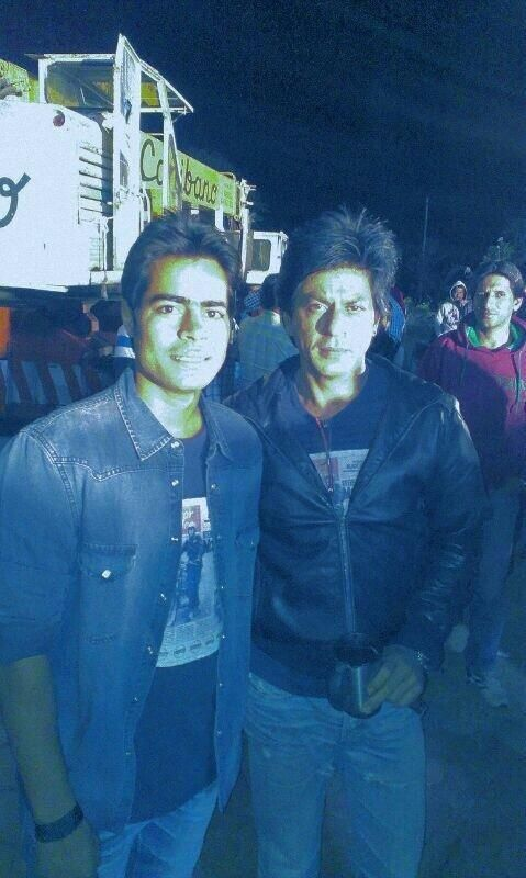 Deepika Padukone, SRK and SRK's stunt double on the sets ...