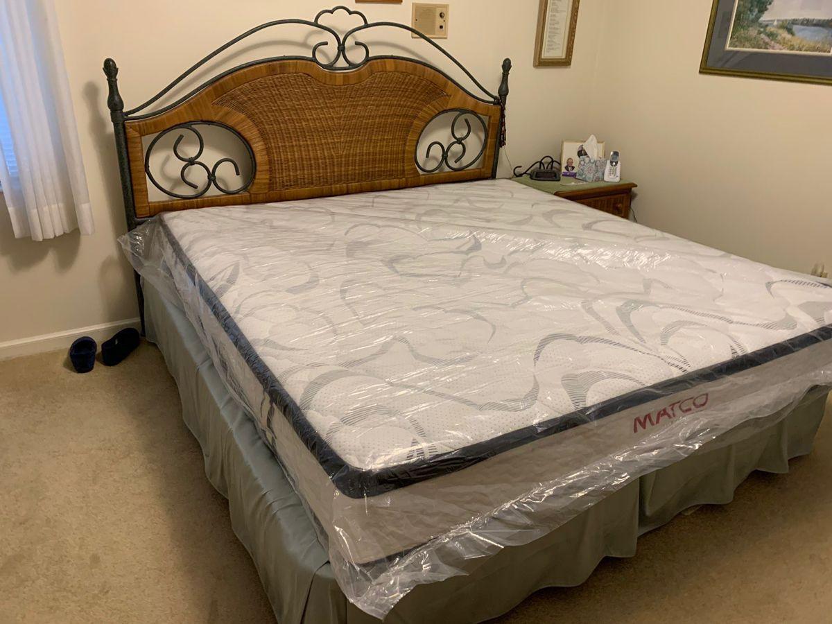Customer mattress set up Mattress sets, King size