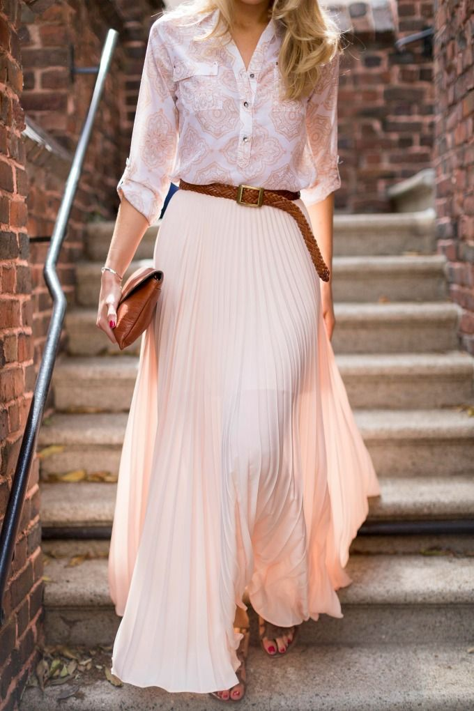How to wear a maxi skirt | Professional women, City streets and ...